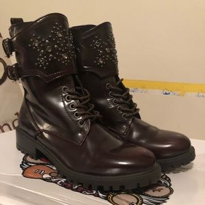 Combat boots Size 9, fits like a 8.5